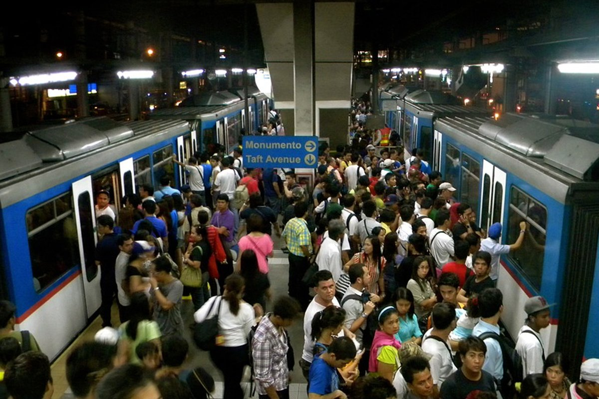 Tugade wants charges filed vs. disruptive MRT passengers