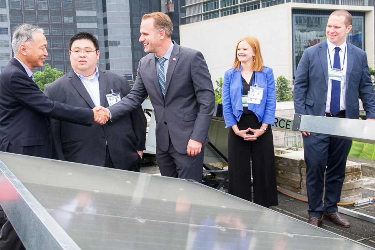 PH to produce drinking water from air/sunlight