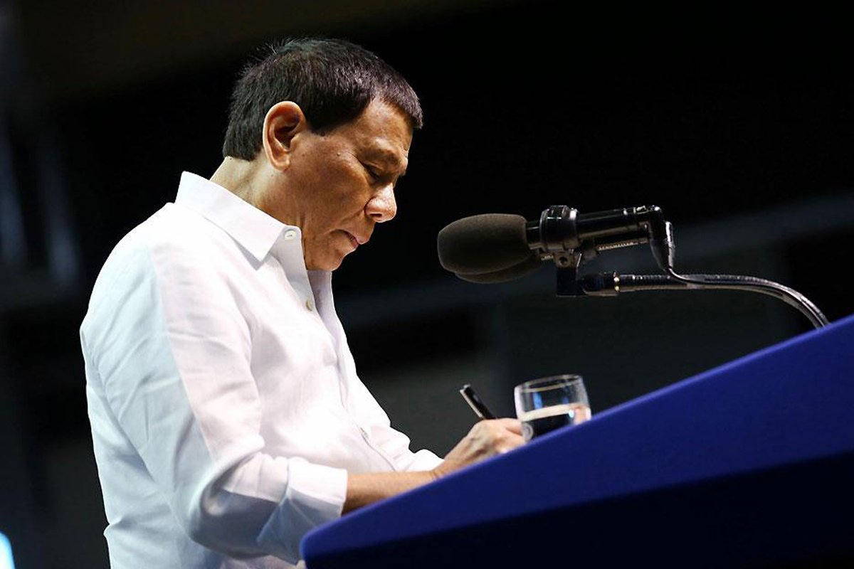 Duterte Signs EO to Fund Salary Hike for Gov't Workers