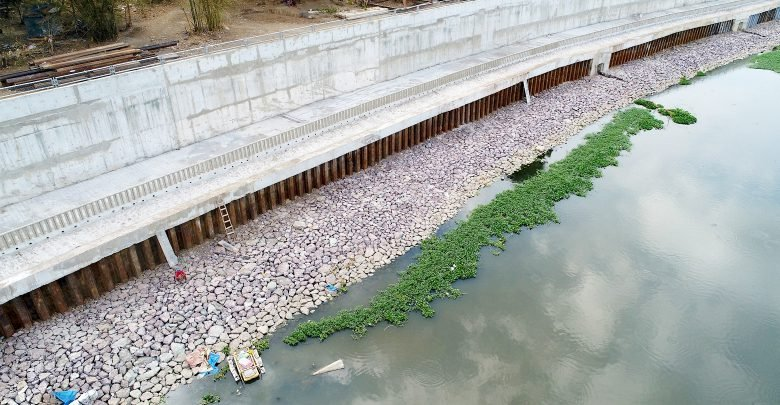 DPWH constructs river wall on Marikina River